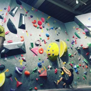 DOGWOODクライミングジム女子コンペ課題の溢れる愛の壁